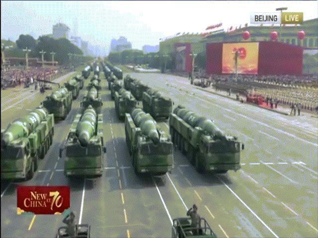 """Vũ khí """"bất khả chiến bại"""" của Trung Quốc lần đầu lộ diện trong diễu binh Quốc khánh"""