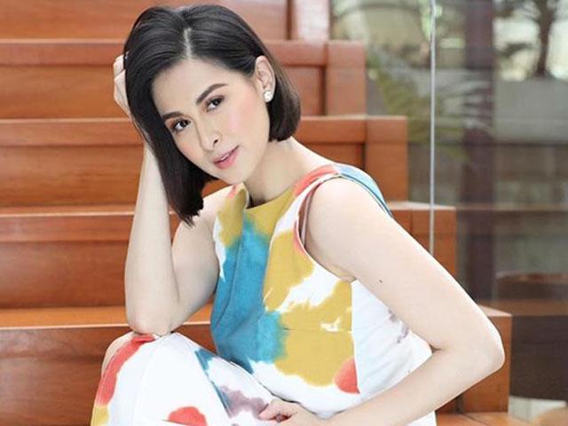 """""""Người đàn bà đẹp nhất Philippines"""" trẻ trung hơn khi cắt tóc ngắn"""