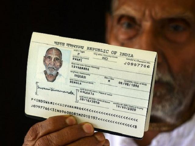 """Sân bay Ả Rập """"náo loạn"""" khi khi nhìn thấy năm sinh của người đàn ông trên hộ chiếu"""