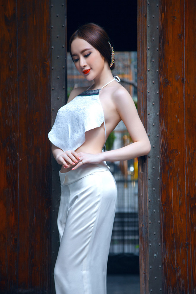 Angela-phuong-trinh-mac-ao-yem-sexy-trong-bo-anh-co-trang