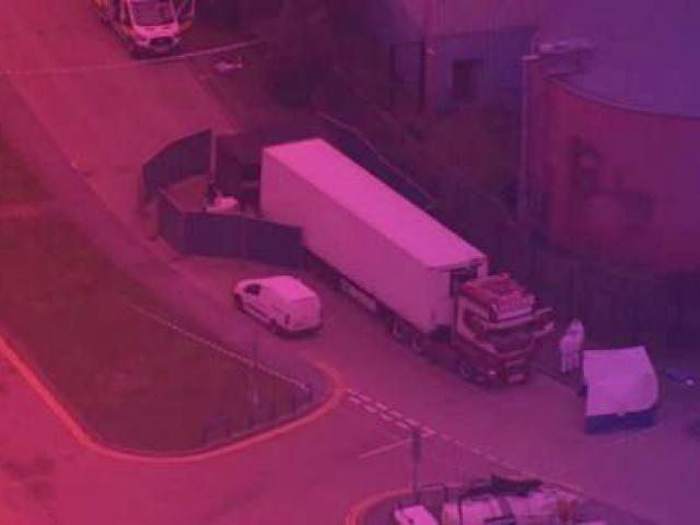 """Vụ 39 thi thể trên xe container ở Anh: Cảnh hãi hùng khi mở """"quan tài sắt"""""""