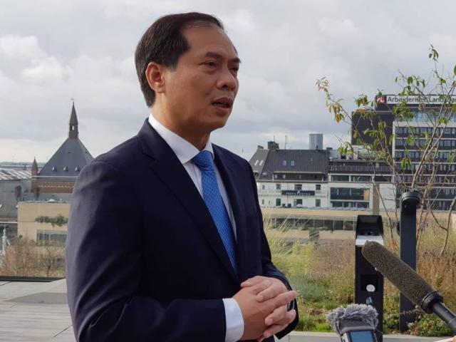 Nóng 24h qua: Thứ trưởng Bộ Ngoại giao thông tin về vụ phát hiện 39 thi thể ở Anh