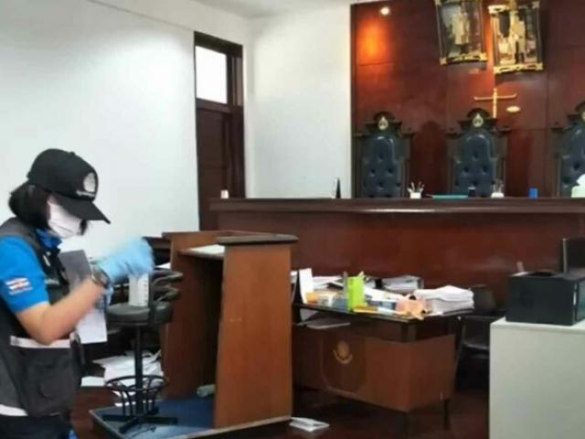 Tướng cảnh sát Thái Lan nổ súng ngay tại tòa, 3 người chết