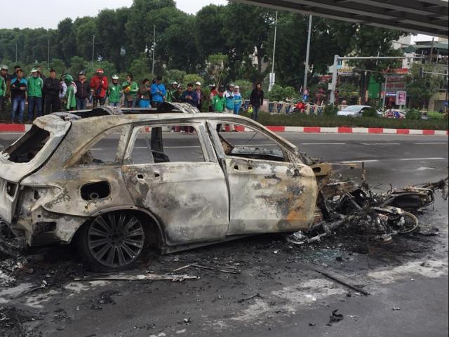 Nhân chứng kể lại diễn biến vụ xe Mercedes gây tai nạn chết người rồi bốc cháy dữ dội