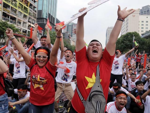 """""""Người hùng"""" Tiến Linh lập cú đúp """"tiễn"""" U22 Thái Lan về nước, triệu fan vỡ òa"""