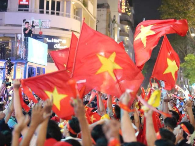 """TRỰC TIẾP: Hattrick cho Đức Chinh, CĐV """"phát sốt"""" khi U22 Việt Nam """"nghiền"""" đối thủ"""