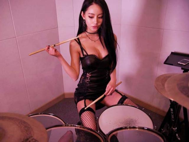 Mỹ nhân gợi cảm bậc nhất xứ Hàn có giọng hát ngọt ngào, biết chơi nhiều loại nhạc cụ
