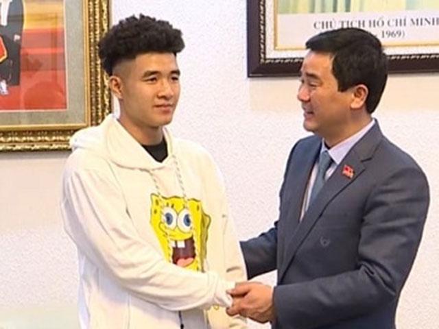 Chủ tịch tỉnh Phú Thọ tặng bằng khen và tiền thưởng cho Hà Đức Chinh