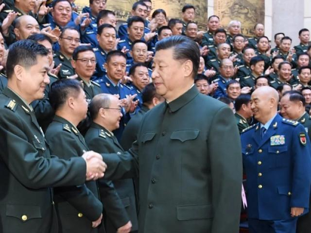 Ông Tập Cận Bình thăng hàm một lúc 170 sĩ quan quân đội Trung Quốc
