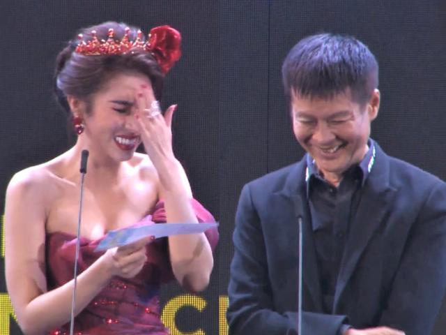 Hoa hậu đọc tên đạo diễn thành từ nhạy cảm trên sóng trực tiếp khiến khán giả hốt hoảng