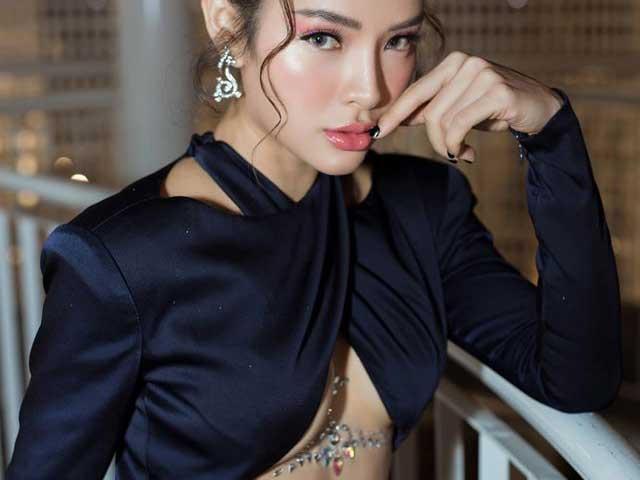 Phương Trinh Jolie có phong cách thời trang ngày càng táo bạo