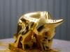 """Siêu phẩm """"Trâu vàng khởi sinh"""" dát vàng 24k hút khách dịp cận Tết"""