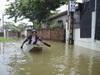 Clip: Cuộc sống người dân xã Tốt Động đảo lộn nghiêm trọng vì ngập lụt kéo dài