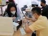 TP.HCM bắt đầu mở bán iPhone 13: Nhân viên mỏi tay, khách nôn nao cả đêm không ngủ được