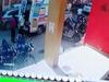 Clip: Nhân viên y tế Ấn Độ bất ngờ đột quỵ khi đang chờ vận chuyển bệnh nhân Covid-19