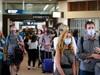 """Nhiều quốc gia mở cửa cho du khách đã tiêm vắc xin Covid-19, các sân bay quốc tế lại """"chật như nêm"""""""