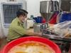 Video: Bên trong xưởng sản xuất mỹ phẩm đựng trong xô, chậu giả mạo nhiều nhãn hiệu nổi tiếng