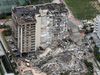 Ảnh: Tòa nhà 12 tầng tại Mỹ bị sập khiến hơn 100 người chết, bị thương và mất tích