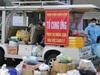 Dùng xe điện chở thực phẩm thiết yếu cho một phường bị cách ly y tế tại Hà Nội