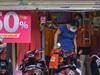 Hàng loạt cửa hàng thời trang tại Hà Nội mở cửa đón khách dù chưa được phép