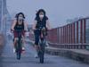 Cảnh đạp xe, đón bình minh trên những cây cầu sau khi  Hà Nội nới lỏng giãn cách
