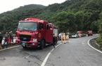 Xe chở sinh viên lao xuống vực đèo Hải Vân, lực lượng cứu hộ đang tìm kiếm các nạn nhân