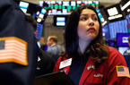 Chứng khoán Mỹ giao dịch hỗn hợp khi FED gợi ý duy trì lãi suất thấp đến năm 2023