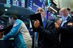 Chứng khoán Mỹ giảm mạnh, Dow Jones bay 730 điểm khi một số bang thiết lập lại hạn chế kiểm dịch
