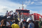 Gió giật mạnh trên biển Cô Tô, 20 du khách chưa kịp về đất liền