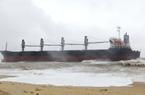 Quảng Bình: Tàu hàng 3 vạn tấn mắc cạn sau nhiều giờ trôi dạt