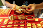"""Giá vàng hôm nay 11/11: Vàng thế giới giảm sâu, trong nước vẫn """"đủng đỉnh"""" ở mức cao"""