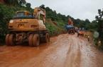 Bão số 9 khiến nhiều tuyến đường sạt lở, giao thông bị ùn tắc, thiệt hại hàng trăm tỷ đồng