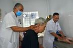 """Kiên Giang: Được """"chân truyền"""", một lương y dành hơn 10 năm chữa bệnh miễn phí cho người nghèo"""