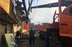 TP.HCM: Nhóm trộm bị truy đuổi lái xe ô tô tông gãy cột điện