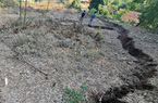 ẢNH-CLIP: Sụt lún cả quả đồi, 17 hộ dân di dời khẩn cấp