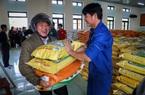 Nông dân rốn lũ Quảng Bình mừng rỡ nhận món quà đặc biệt sau lũ