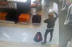 Clip hé lộ hành động của kẻ tẩm xăng dọa cướp ngân hàng ở TP.HCM