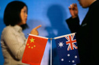 """Người tiêu dùng """"còng lưng"""" gánh hậu quả thương chiến Úc - Trung"""