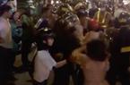 """TP.HCM: Vi phạm an toàn giao thông, bị giữ xe, thanh niên cùng người nhà """"quậy"""" CSGT"""