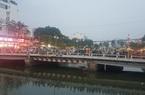 TP.HCM: Hàng trăm người hiếu kỳ, theo dõi cảnh sát lặn tìm thi thể người đàn ông nhảy kênh