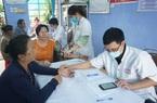 Bệnh viện T.Ư Huế khám chữa bệnh, cấp thuốc miễn phí cho người dân thiệt hại do bão lụt