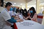 """Video: Đông tình nguyện viên háo hức đăng ký thử nghiệm vắc-xin Covid-19 """"made in Vietnam"""""""
