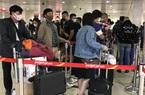 ẢNH: Người dân đổ về quê chiều cuối năm, sân bay Tân Sơn Nhất đông nghẹt, xếp hàng hơn nửa tiếng chờ check-in