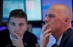 Chứng khoán Mỹ hôm nay: Nasdaq lần đầu vượt 10.000 điểm, Dow Jones tiếp đà tụt dốc
