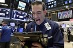 Dow Jones tăng 357 điểm khi TT Trump ký lệnh hành pháp về gói cứu trợ Covid-19 mới