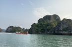 Vịnh Hạ Long đón khách tham quan trở lại sau nghỉ lễ 30/4