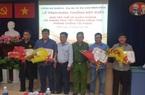 Khen thưởng nhóm bắt 2 kẻ dùng súng điện cướp tiền tiểu thương chợ Bình Điền