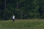Ảnh thế giới 7 ngày qua: Tổng thống Donald Trump chơi golf giữa bốn bề cây xanh