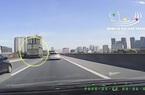 Ô tô con bị xe tải đâm xoay 180 độ trên vành đai 3 Hà Nội