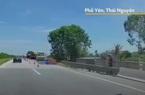 CLIP: Ôtô đi lùi ở làn 100km/h trên cao tốc